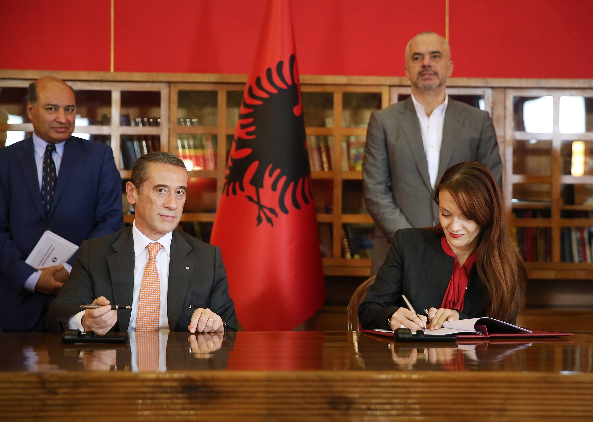CEO of Intesa Sanpaolo Bank, Mr. Silvio Pedrazzi (on the left) and Ms Adela Leka, Spokesperson of the Management Board of ProCredit Bank Albania (on the right) during the signing ceremony with six financial institutions. Photo: WebLibrary